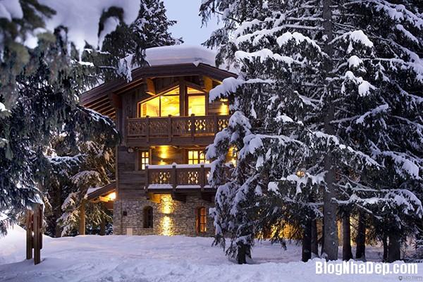 f8c39e808ac6873c49de55e2b62ecf27 Ngôi nhà gỗ ấm áp trên đỉnh Alps tuyết trắng