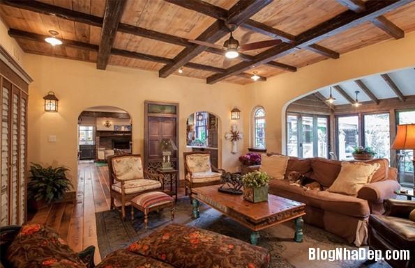 45a3e30dd278a73d1bb87edc839f0cf9 Mẫu phòng khách truyền thống có thiết kế trần nhà chia ô
