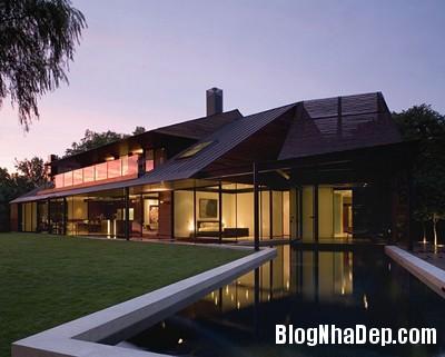 f61bb6ee14f180aad5f05049ac9c9292 Ngôi nhà vô cùng xinh đẹp nằm bên hồ nước hiền hòa