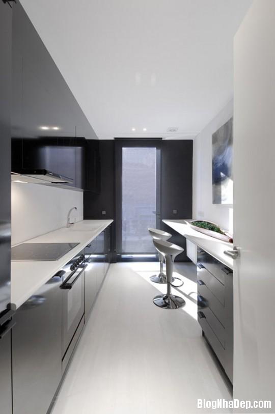 37d88fe27cc2afd8fdeb2a56d45931d2 Ngôi nhà độc đáo với sắc đen bên ngoài và nội thất trắng bên trong