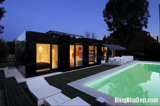 63e9a8c09577e9b432ca0112cb21f0a9 Ngôi nhà độc đáo với sắc đen bên ngoài và nội thất trắng bên trong
