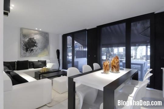 7ea82fd47c7c1a66d6c8637c9567b6cf Ngôi nhà độc đáo với sắc đen bên ngoài và nội thất trắng bên trong