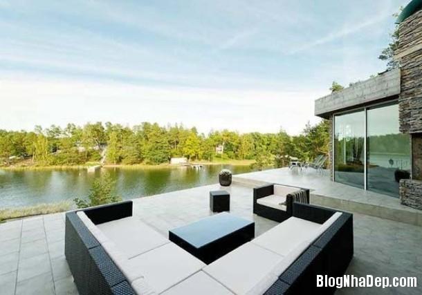 3b2cc9eb2ad067a6a3546d93fbfed8dc Ngôi nhà yên bình bên hồ với 2 tông màu trắng đen chủ đạo