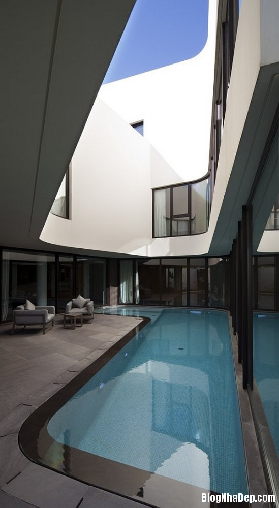 8cec015497f3c7cd56e87b2783402afb Ngôi nhà kết hợp hoàn hảo giữa kiến trúc của phương Tây và phương Đông