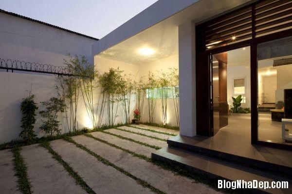 b523ef6407604795c4846a9f813b7a57 Ngôi nhà hiện đại đậm chất Tây tại Việt Nam
