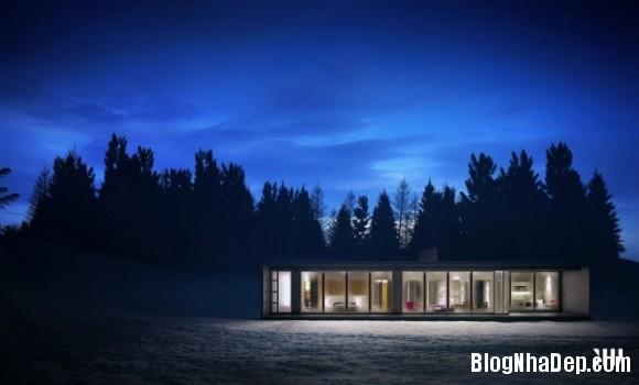 64bbf0c95431e7bcbdf01d59d3c0360d Ngôi nhà với tông màu đen nằm giữa một vùng tuyết trắng