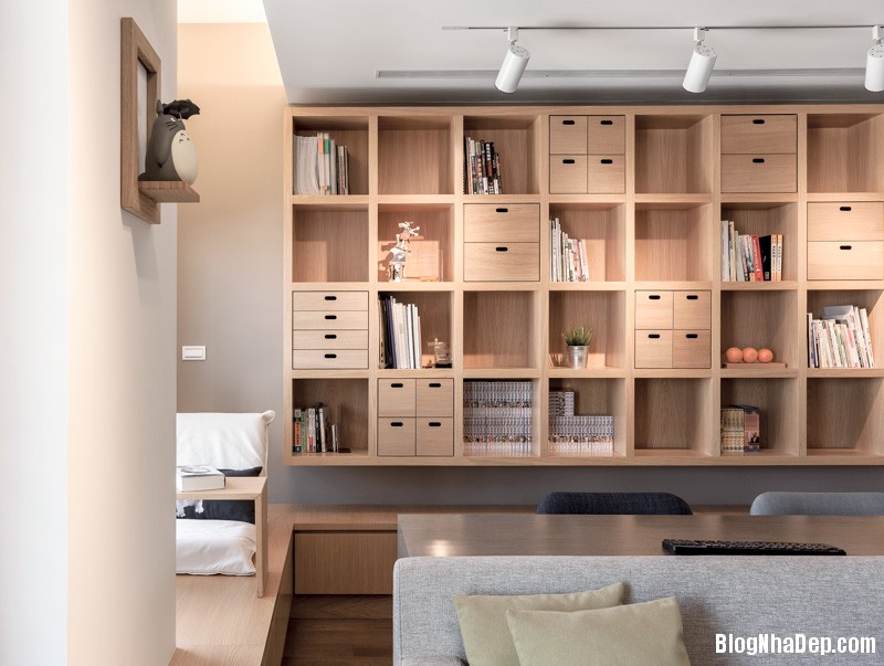 cool bookshelves Căn hộ hiện đại với chất liệu hoàn toàn từ gỗ