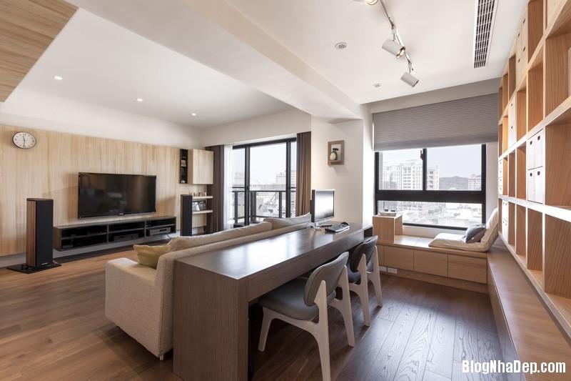 sloped living room ceiling Căn hộ hiện đại với chất liệu hoàn toàn từ gỗ