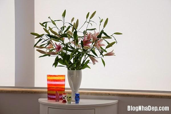 Flowers12 Căn hộ penthuose sang trọng với gam màu trắng