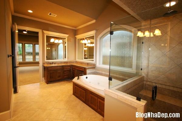 3f884b9ac68c4fc1129c484832d63d7a Phòng tắm sang trọng với trang thiết bị hiện đại