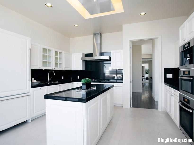 20150413081925963 Căn nhà hiện đại và tinh tế với hai gam màu đen và trắng