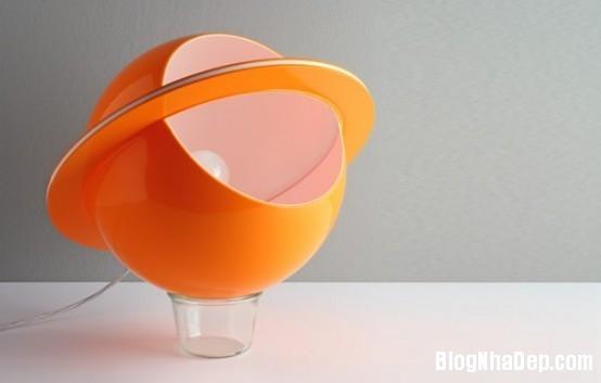 den ban 1 1340706584 Mẫu đèn bàn với thiết kế lạ mắt và sáng tạo