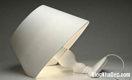 den ban 2 1340706627 Mẫu đèn bàn với thiết kế lạ mắt và sáng tạo