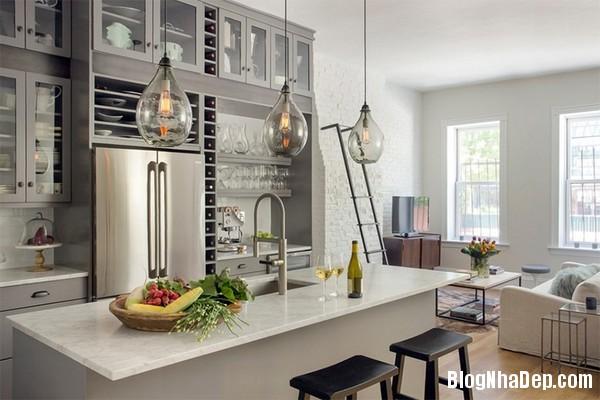 15Tuong20bep201509261516296433 Bếp đẹp sang trọng với bức tường màu trắng