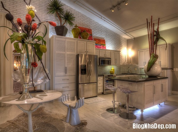 21Tuong20bep201509261519301286 Bếp đẹp sang trọng với bức tường màu trắng