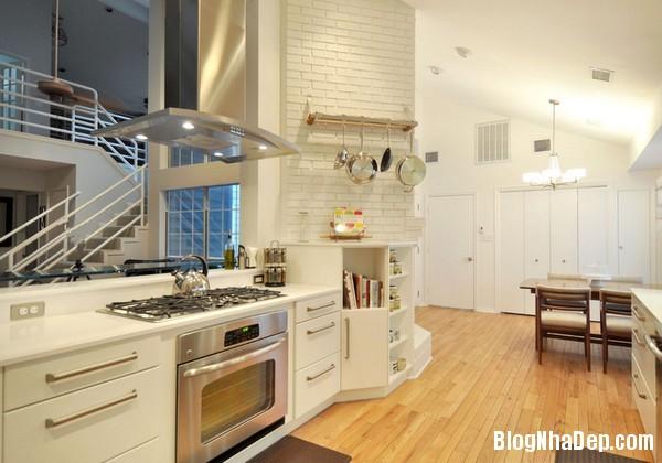 9Tuong20bep201509261513359343 Bếp đẹp sang trọng với bức tường màu trắng